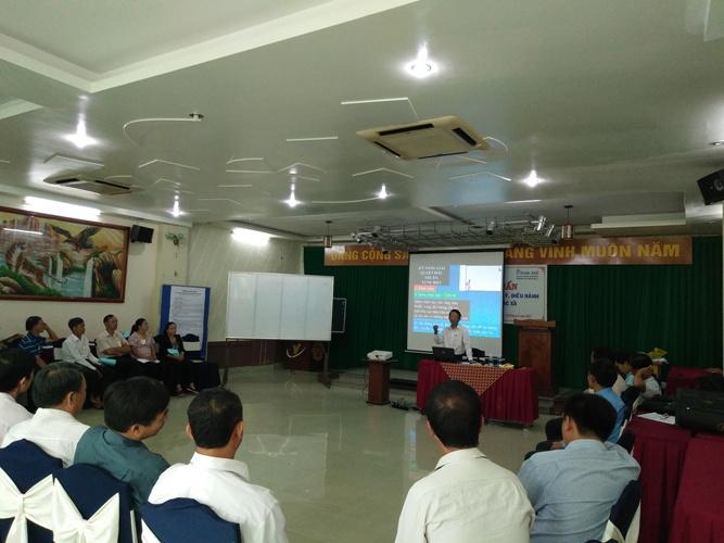 Ông Hoàng Khang – PCT LIên minh HTX tỉnh, Giảng viên cao cấp của CEFE truyền đạt kỹ năng quản lý điều hành HTX cho các học viên