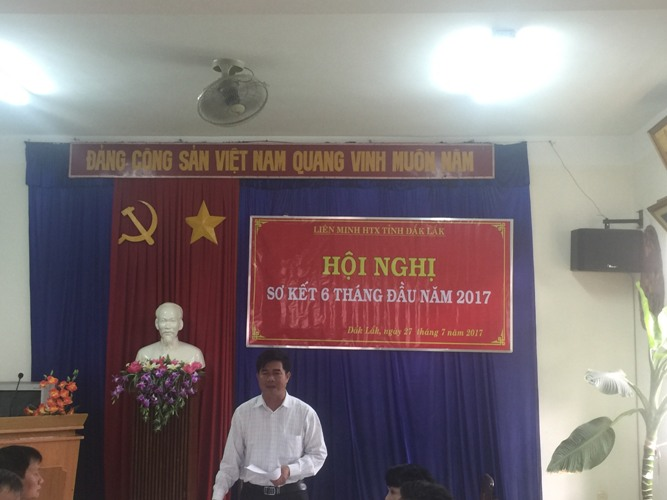 Ông Nguyễn Thiên Văn, Chủ tịch Liên minh HTX tỉnh phát biểu khai mạc Hội nghị